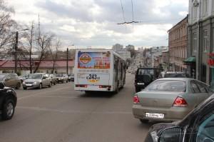 Реклама на бортах автобусов в Кирове Дорожное_Радио_2