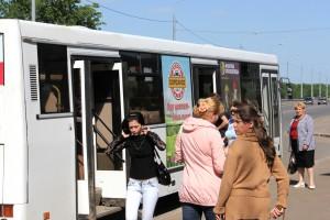 Реклама на бортах автобусов в Кирове Дорожное_Радио_6